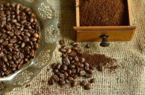 コーヒー豆と粉